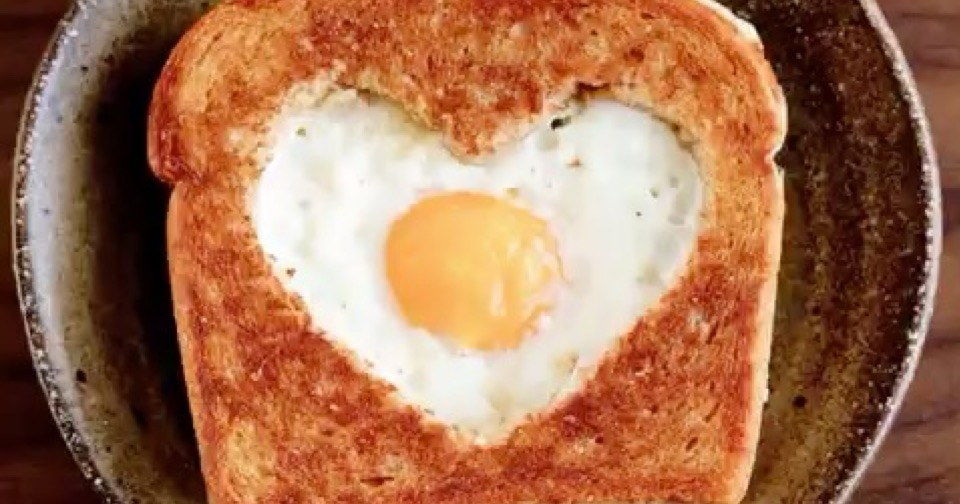 8 Lovely Reasons to do Breakfast in Bed this Valentine's Day